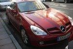 czerwony Mercedes